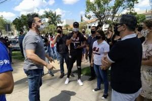 Após manifestação pacífica, Prefeito recebeu comerciantes e disse que não tem como ir contra ao Decreto Estadual