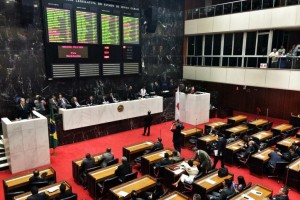 ALMG aprova em primeiro turno auxílio de R$ 500 no Recomeça Minas