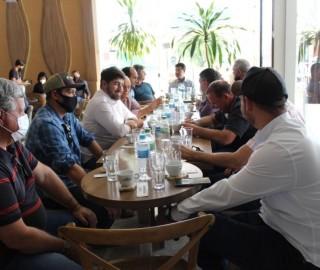 Imagem 1 do post Expocaccer acompanha visita de deputados da Frente Parlamentar do Café no Cerrado Mineiro