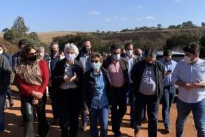 Ministra da Agricultura visita fazendas de café afetadas pelas geadas, acompanhada por Silas Brasileiro
